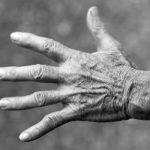 Hand_alter Mensch